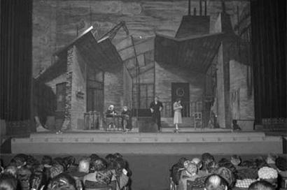 Mantova 16/09/1957 - Accademia Teatrale Francesco Campogalliani - Rappresentazione teatrale in scena - pubblico