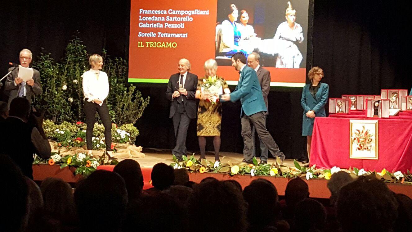 """La premiazione delle attrici dalla Compagnia Teatrale """"Francesco Campogalliani"""""""